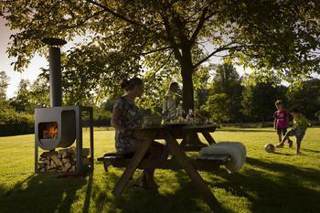 HARRIE LEENDERS Spot - nerezový venkovní krb, černý lak, včetně dřevníku - 4